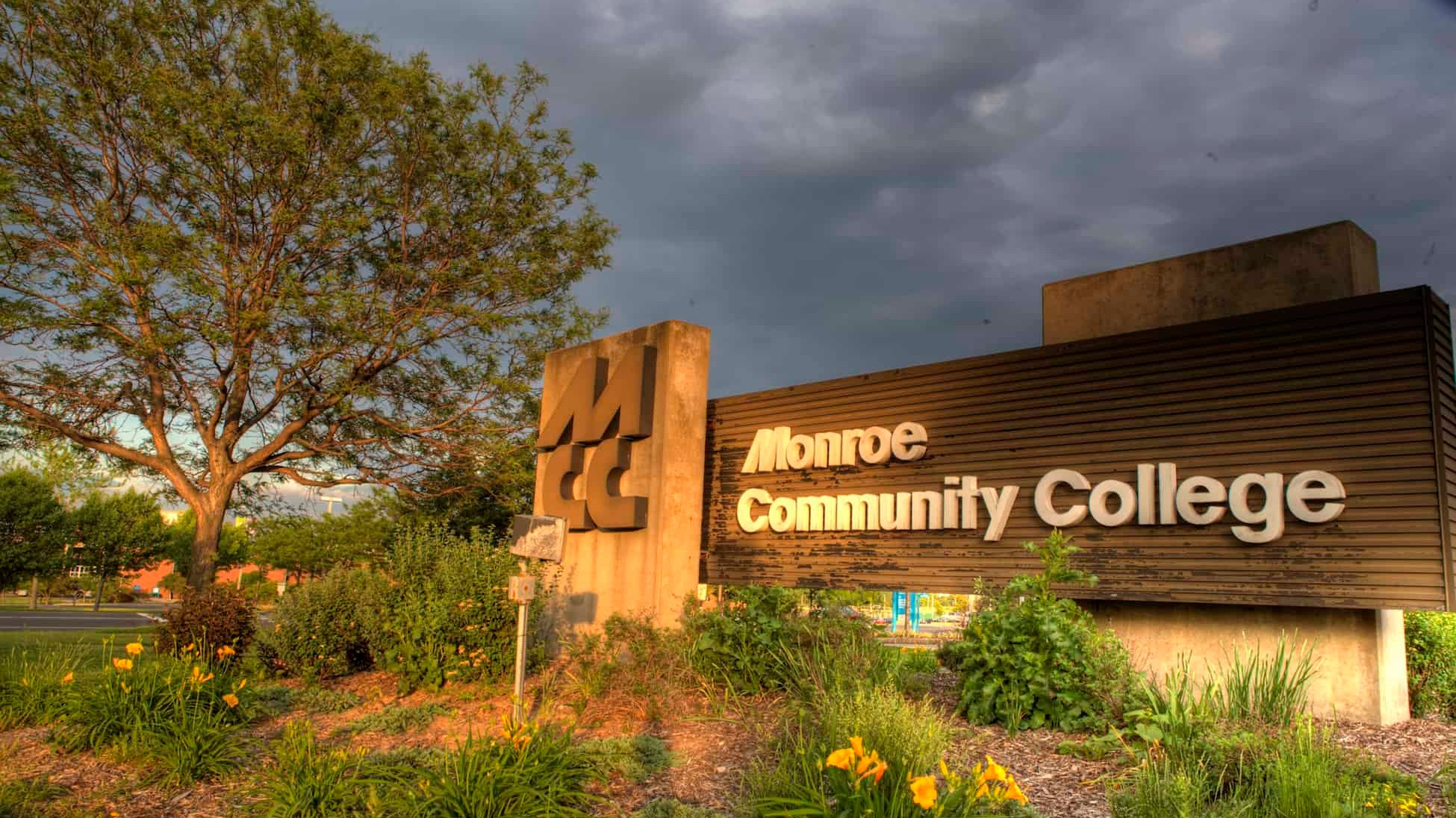 monroe community college - HD1950×1096